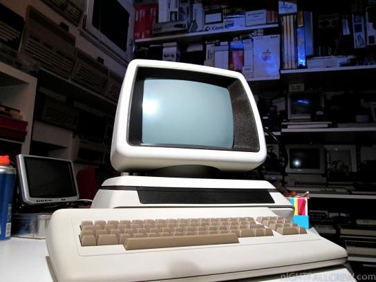 Commodore 8296 (TAN Case)
