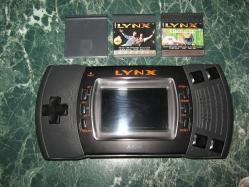Atari Lynx II with some Cartridges