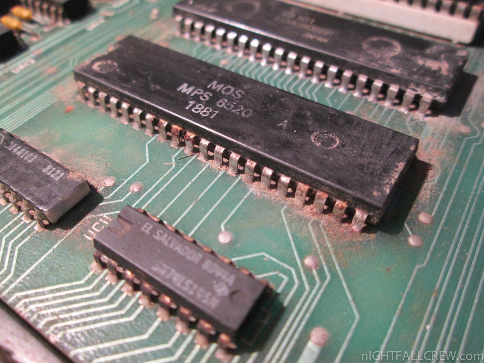 Repair & Cleaning a rusty Motherboard of a Commodore CBM 8032